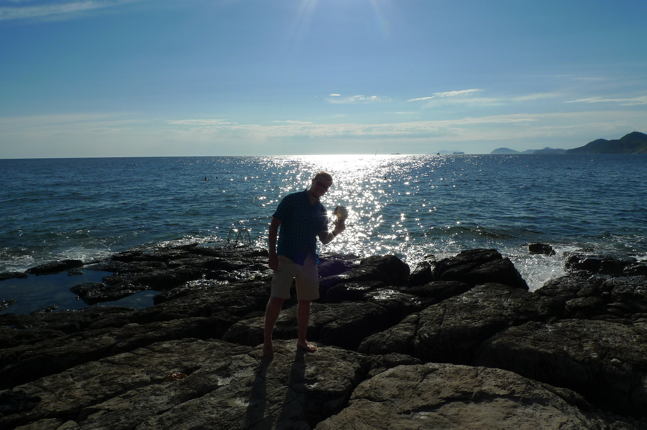 Dubrovnikin Lokrum-saaren kallioisella rannalla.