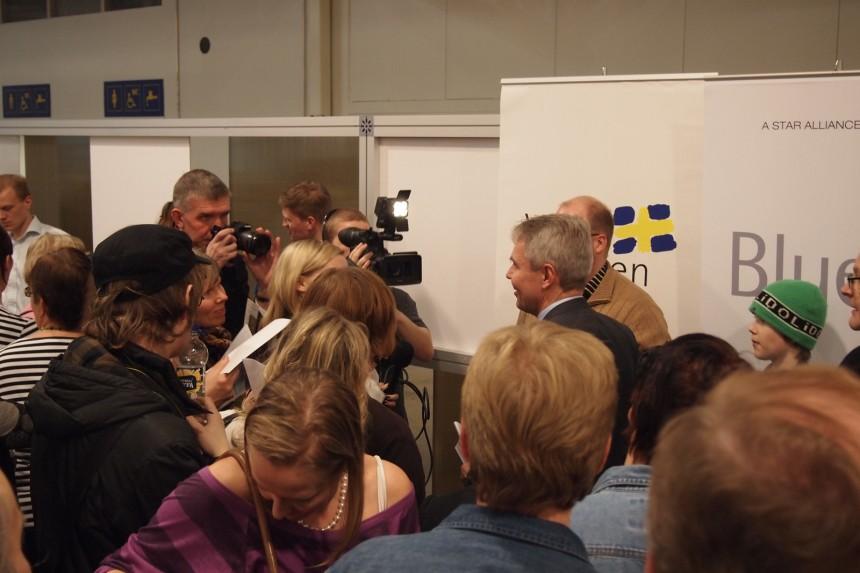 Matkamessuilla julkkiskuvaajana – Pekka Haavisto napattu