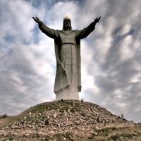 Jättiläisen juurella – Świebodzinin Jeesus-patsas