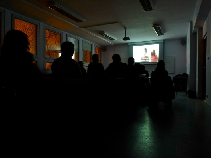 Elokuvanäytös Poznanin Adam Mickiewicz -yliopistossa syksyllä 2011.