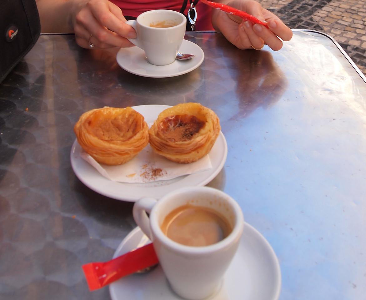 Parasta Portugalissa: kahvi ja pastel de nata -leivokset
