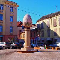 Hassunhauskaa Vilnassa: 300-kiloinen pääsiäismuna