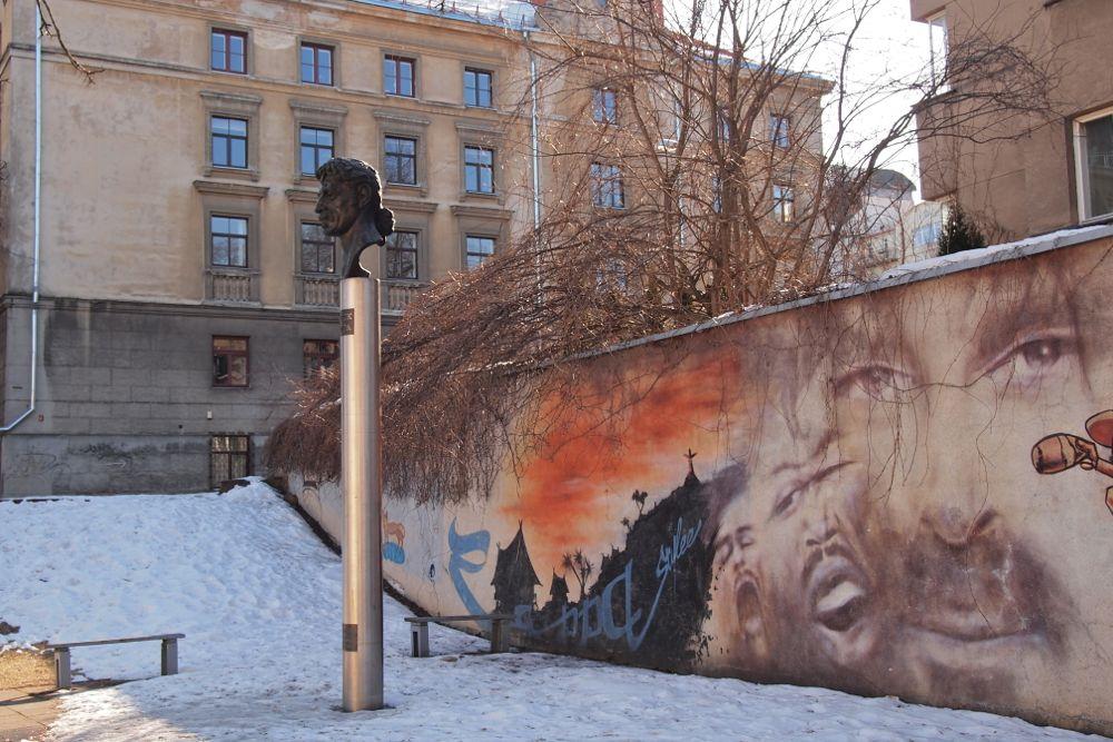 Frank Zappan patsas – Vilnan erikoisin nähtävyys