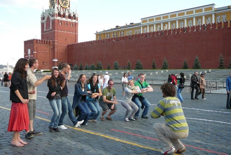 Punaisella torilla pistimme tanssiksi