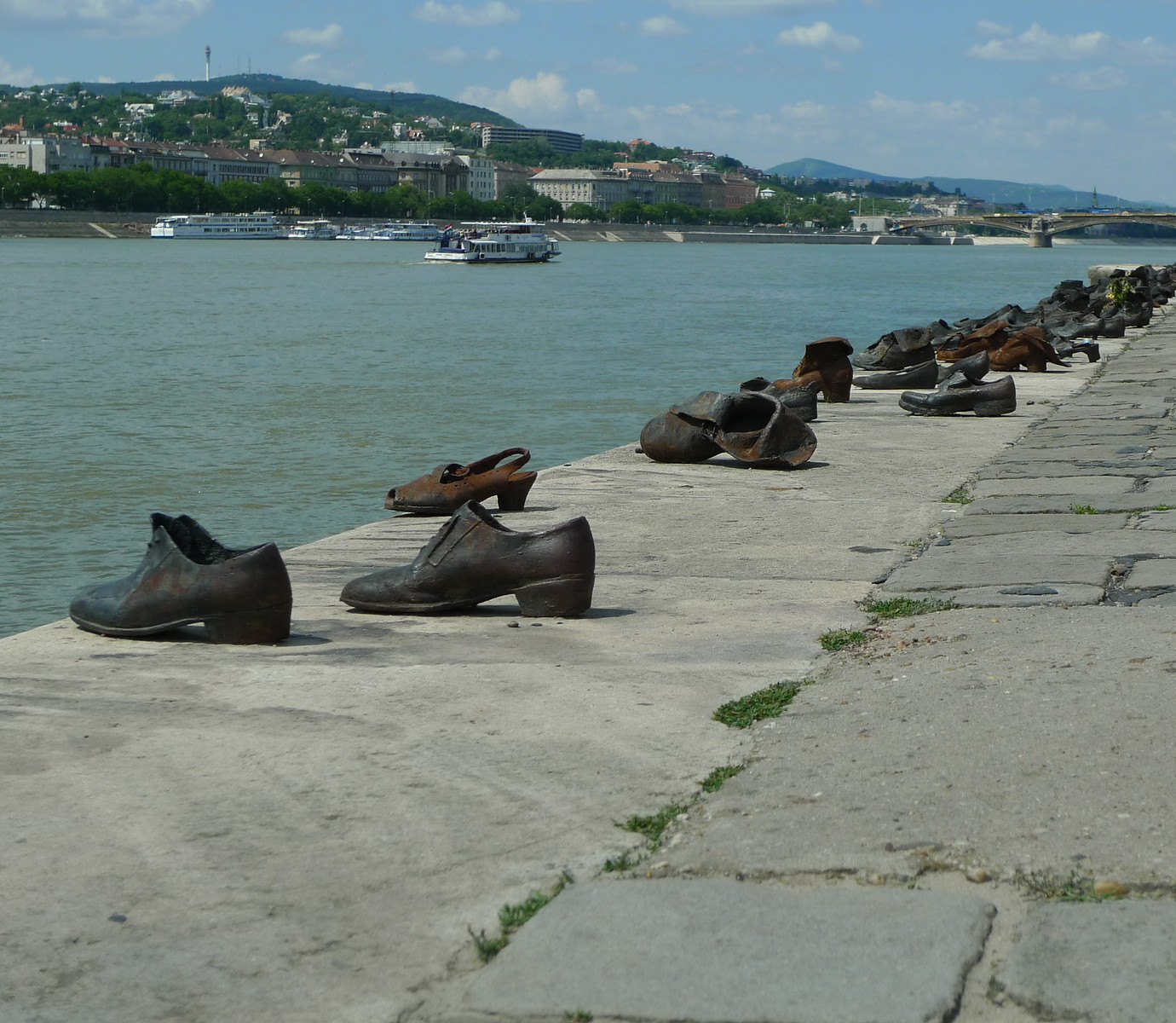 Budapest-holokausti-muistomerkki