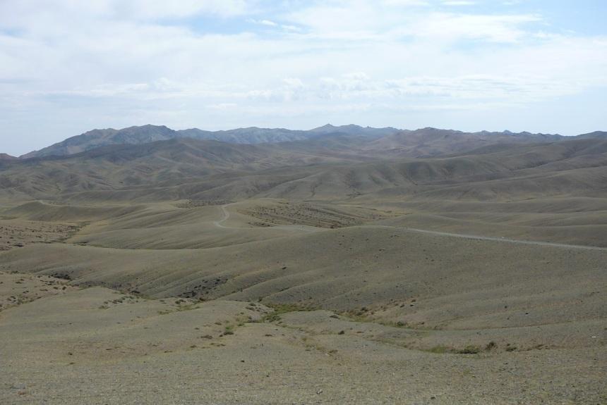 Hevosen muistomerkki Mongolian hiljaisilla aroilla