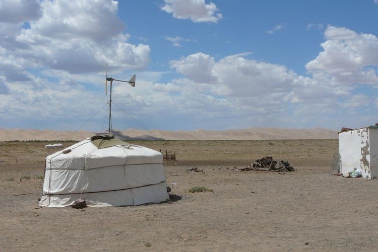 Mongolia-jurtat-4