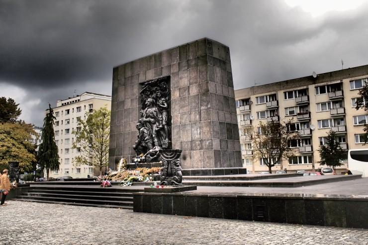 Puolan juutalaisten historian museo Varsovassa