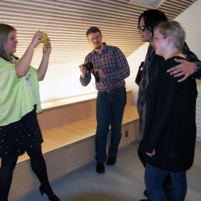 Matkabloggaaja-paparazzi iskee. Kuva: U.S. Embassy Helsinki