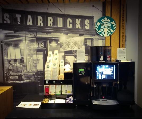 Kahvista vastaa luonnollisesti Starbucks. Kahvilan löyhästi määritellen kyseessä on Suomen neljäs SB.