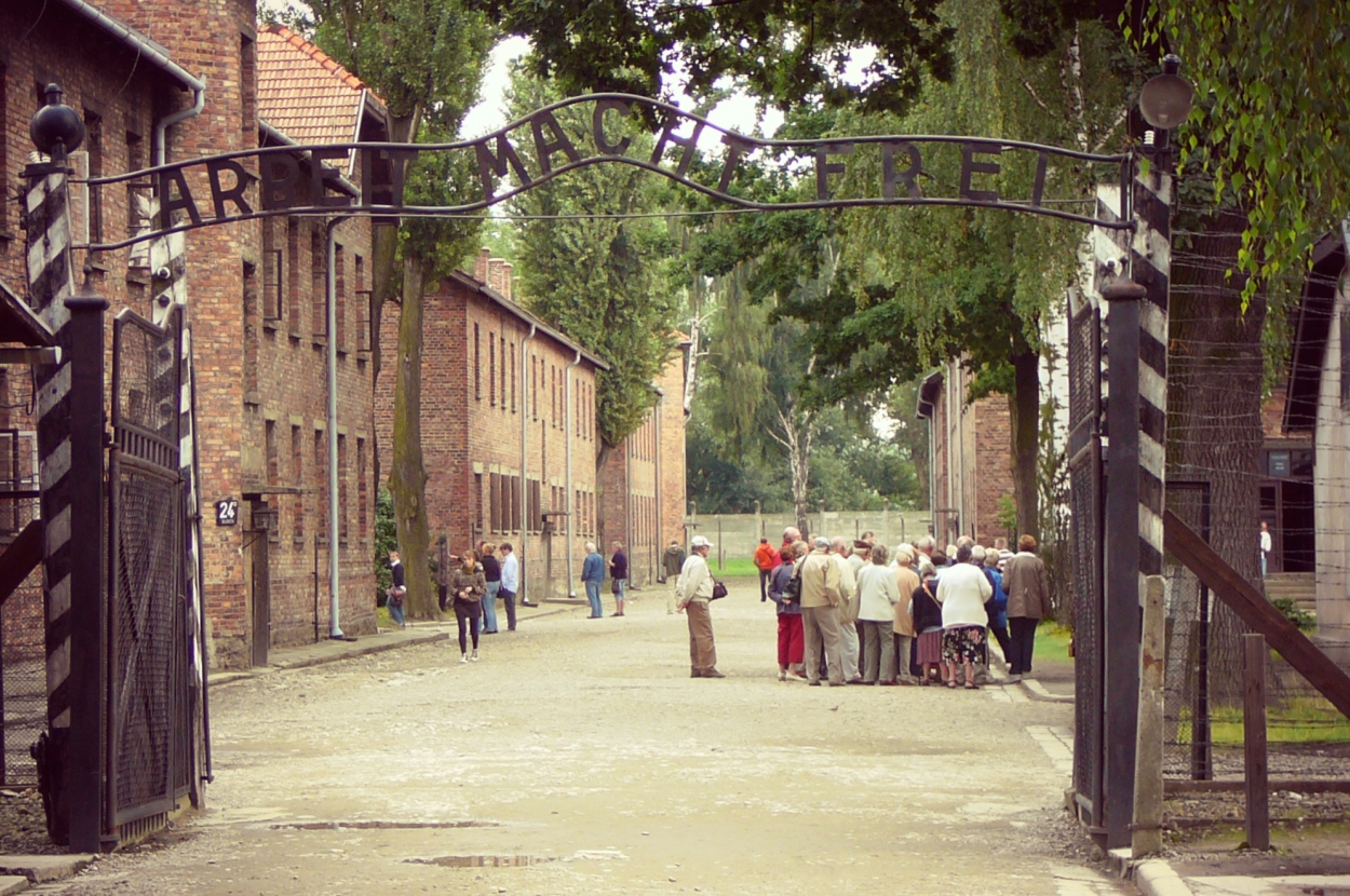 Auschwitz ahdistaa ja järkyttää